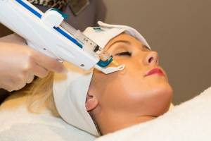Injection gun during Mesotherapy treatment